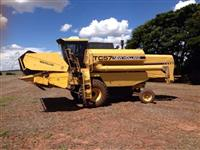 COLHEITADEIRA NEW HOLLAND TC 57 ANO 1994