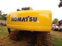 Escavadeira Komatsu modelo PC 200 8 ano 2011 com 1900 horas