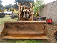 Trator CBT carregadeiraa 4x2 ano 89