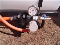 Inoculante 100Lt, Bomba Elétrica 12V-20Lpm, Filtro de Linha, Válvula Reg.Pressão