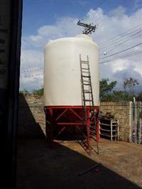 Tanque Vertical Fundo Cônico Polietileno c/Estrutura,Químico,Petroquímico,Alimen