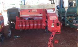 Pulverizador montado em um trator valmet 885