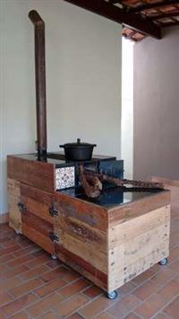 Fogão a Lenha Móvel rústico, externo madeira demolição, porta lenha, magnífico!