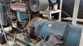 GRUPO GERADOR STEMAC COM MOTOR CUMMINS PAINEL DE CONTROLE 375 KWA COMPLETO