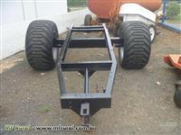 Chassi para carreta medindo 3,00 mt x 0,80 mt com pneus Trelleborg 500/45 B22.5
