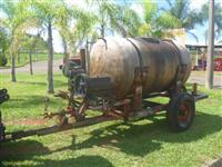 Pulverizador 2000 litros tanque de fibra com bomba 6000 e saída para pistolas
