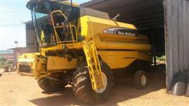 Colheitadeira marca New Holland modelo TC 57