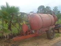 Pulverizador e atomizador marca Rolanzir 4000 litros equipado com bomba Natali