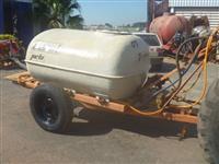 Pulverizador marca Jacto modelo Coral 2000 litros