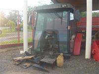 Cabine com ar condicionado marca Sial p/ tratores MF