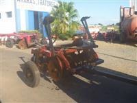 Grade aradora 14 x 26 marca Baldan modelo GR com rodas mecanicas p/ transporte