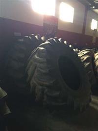 Par de pneus 24,5 x 32 marca Goodyear 12 lonas