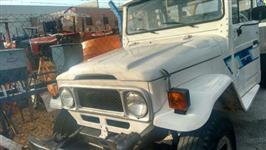 Toyota Bandeirantes 4x4 carroceria de madeira ano 1986 Reformada