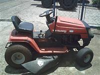 Micro Trator  MTD ano 98 acoplado com ro�adeira para jardim