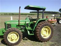 Trator John Deere 5705 4x4 ano 10