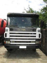 Caminhão  Scania P94-260  ano 02