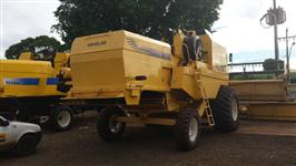 COLHEITADEIRA NEW HOLLAND MODELO TC 59 ANO 2002