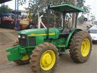 Trator John Deere 5403 4x4 ano 06