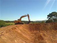 Serviço de terraplanagem e escavação