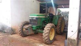 Trator John Deere 5700 4x4 ano 02