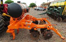 Cultivador Quebra-Lombo com Aplicador de Herbicidas m. DMB Semi-novo