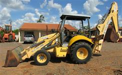 Retroescavadeira marca New Holland modelo LB-90 ano 2008 c/ 3620 hrs originais