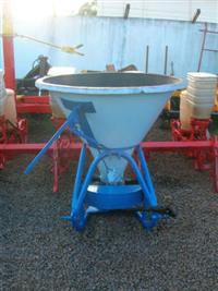 Distribuidor Adubo e Uréia LELLY Cap. 800 kg