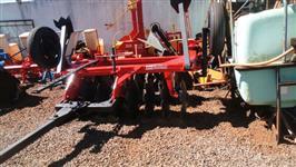 Grade Aradora Baldan 16 discos com pneus p/ transporte