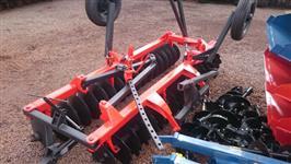 Grade Niveladora 36 discos BALDAN com pneus para transporte