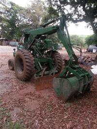 Trator Carregadeiras CBT 2105 - Motocana 4x2 ano 91