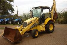 Retroescavadeira New Holland modelo LB90 4X2
