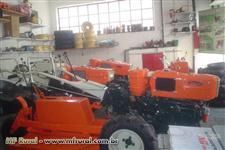 Mini/Micro Trator TOBATTA  DE 14CV  INTEIRO C/APARADOR DE GRAMA  C/GARANTIA TOTAL  4x2 ano 94