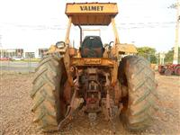 Trator Valtra/Valmet 118 4x4 ano 85