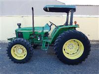 Trator John Deere 5705 4x4 ano 04