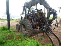 Trator Carregadeiras CBT8440 4x2 ano 85