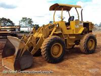 Trator Carregadeiras CAT 930R 4x2 ano 84