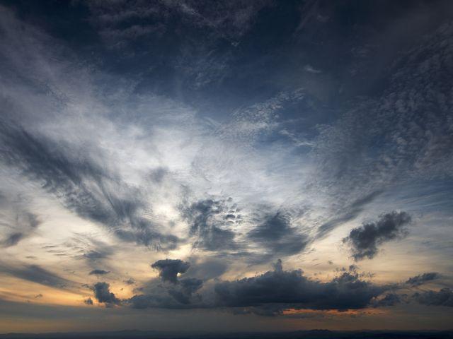 Poster E a noite cai   céu nuvens