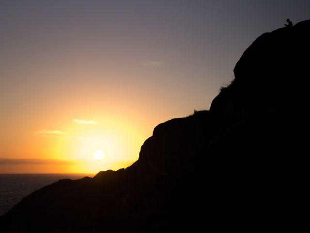 Poster homem no topo da montanha