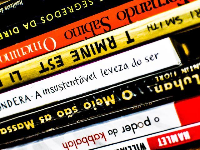 Poster Cores na estante   livros