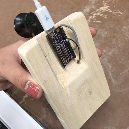 Um aparelho de Código Morse transformado em um teclado.