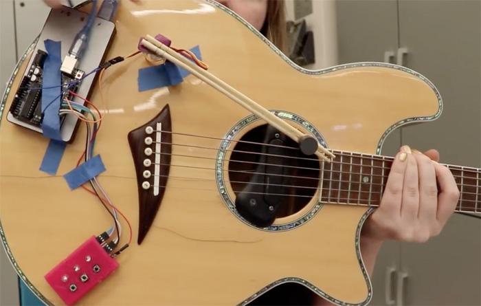 Tocar guitarra com Arduino é fácil.