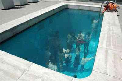 Idéia genial - Trabalhar na piscina (no fundo)