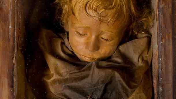 child-mummy-sicily_12958_610x343