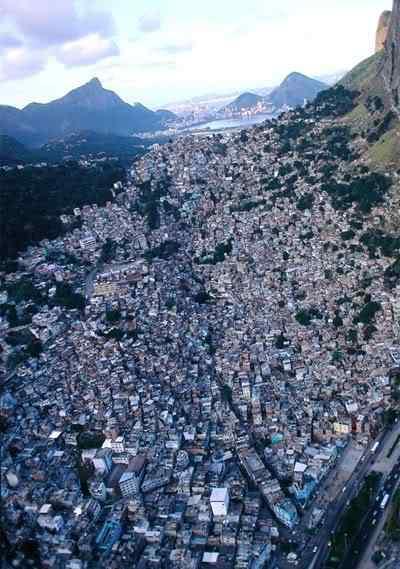 complexodoalemo1 Roubaram até as favelas!