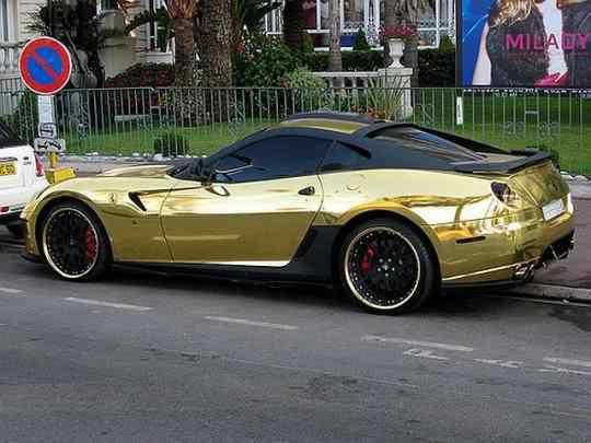 Ferrari de ouro!