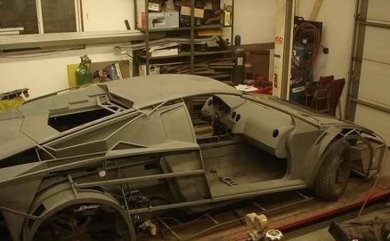 21ad Fabricou seu próprio Lamborghini na garagem