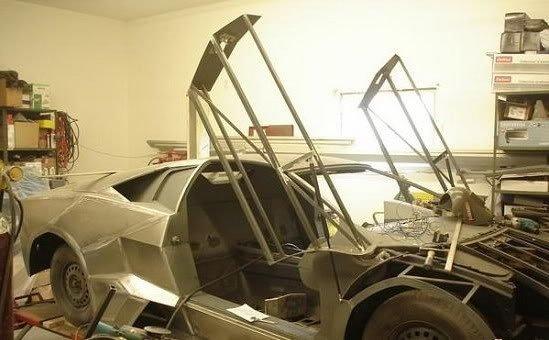 42ad Fabricou seu próprio Lamborghini na garagem