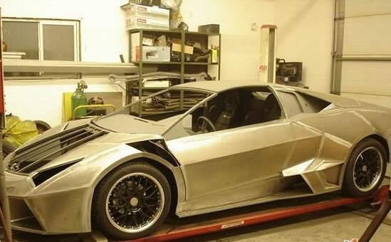 6ad Fabricou seu próprio Lamborghini na garagem