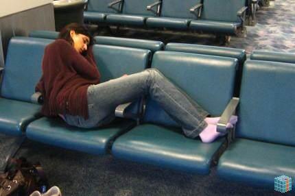 dormindo_banco_aeroporto