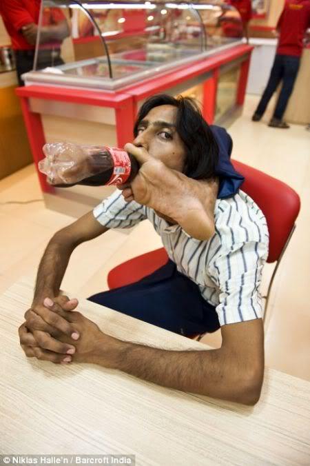O homem mais flexível da Ìndia